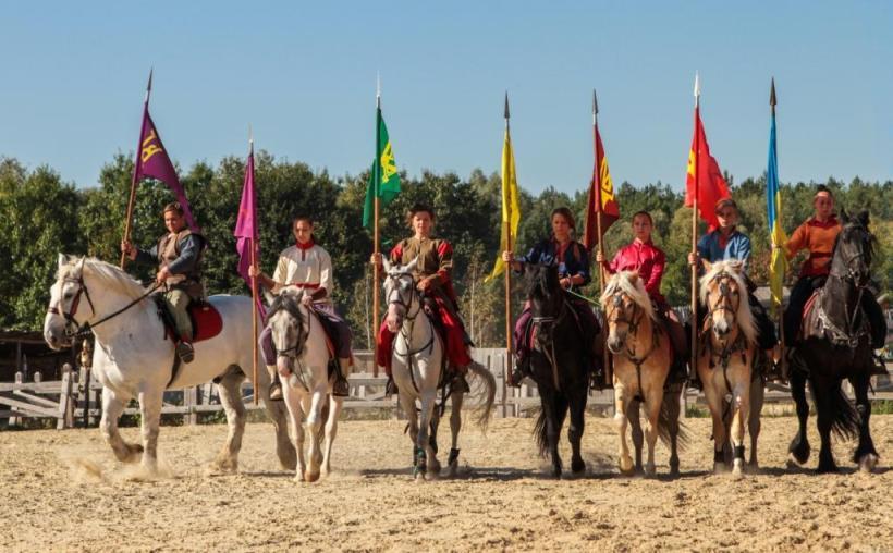 конный театр парка Киевская Русь