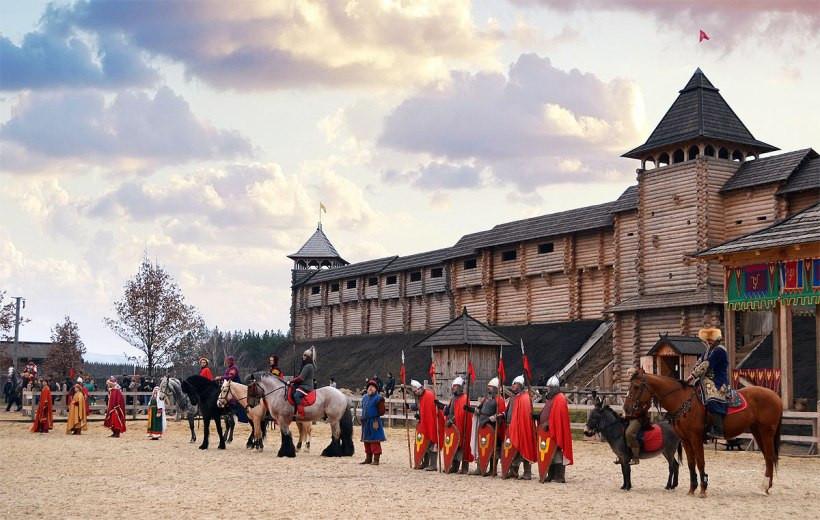 средневековый парад в парке Киевская Русь
