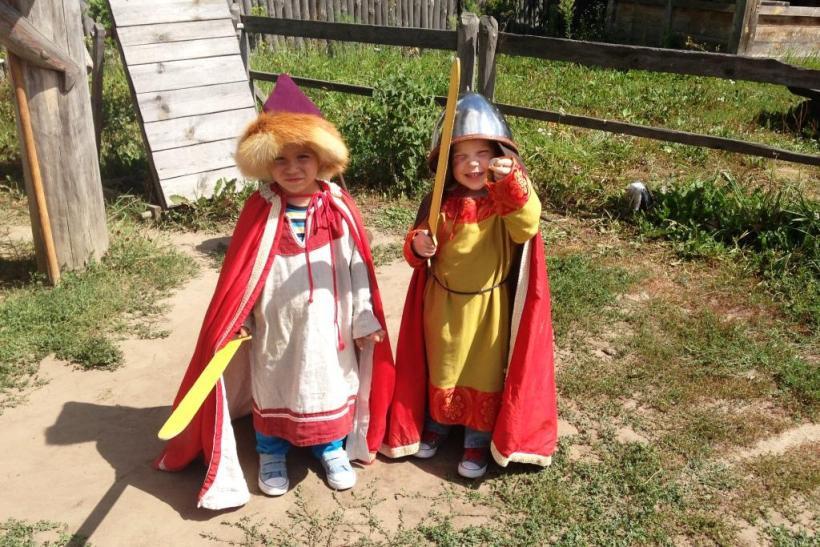 дети в парке Киевская русь