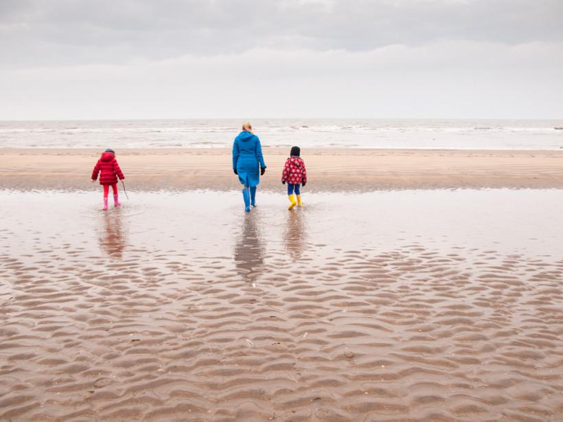 Мама и дети на море  без отца - развод