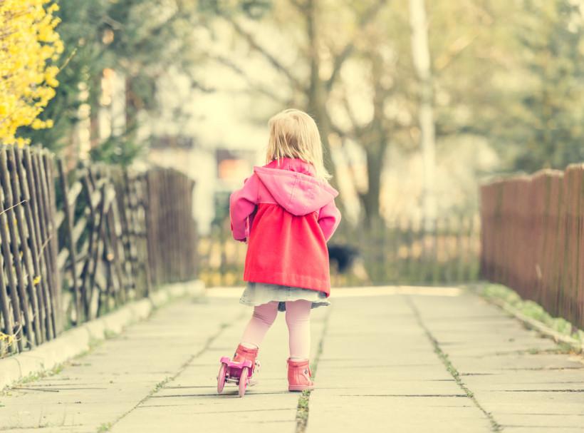 Ребенок на самокате - кризис 3 лет