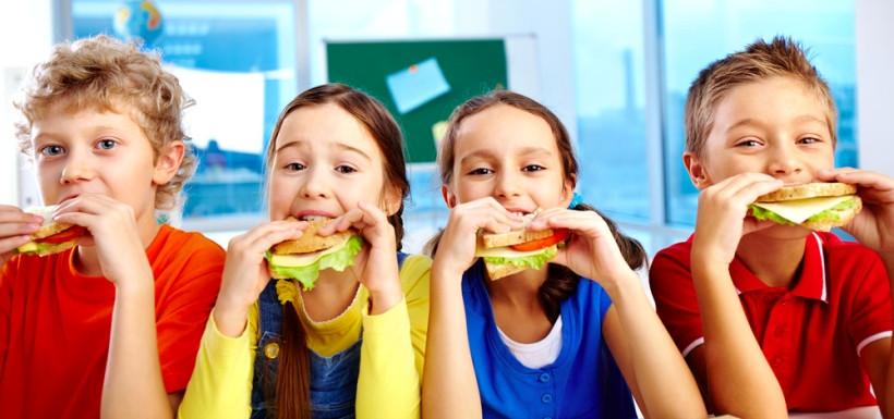дети с бутербродами