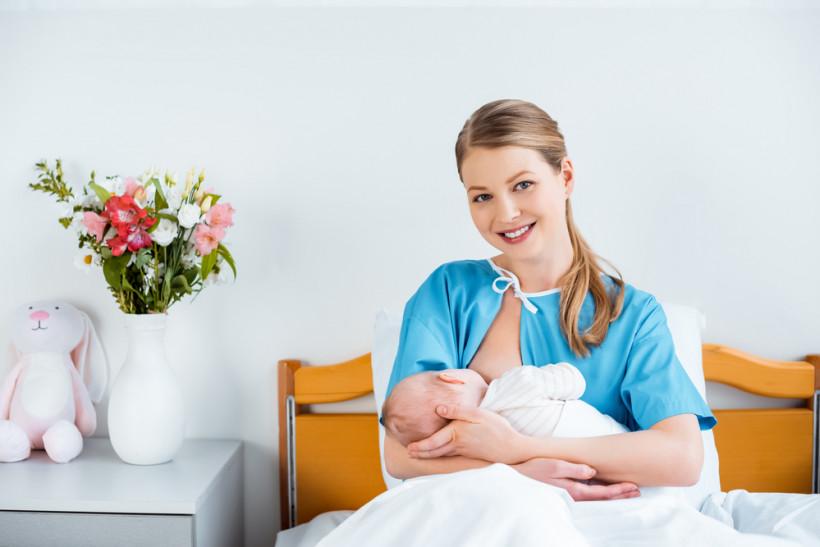 мама з новонарожденим