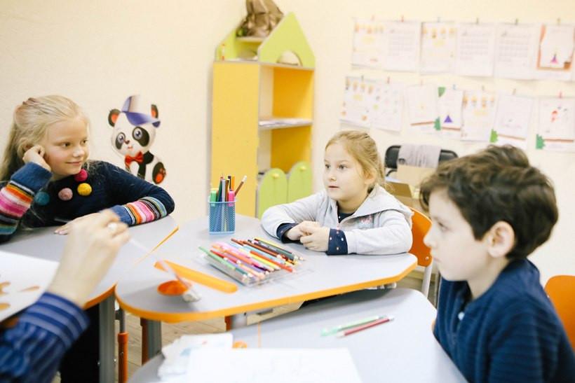 дети на уроке английского