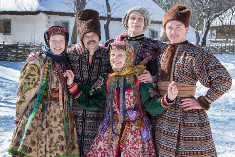 актеры в украинских костюмах