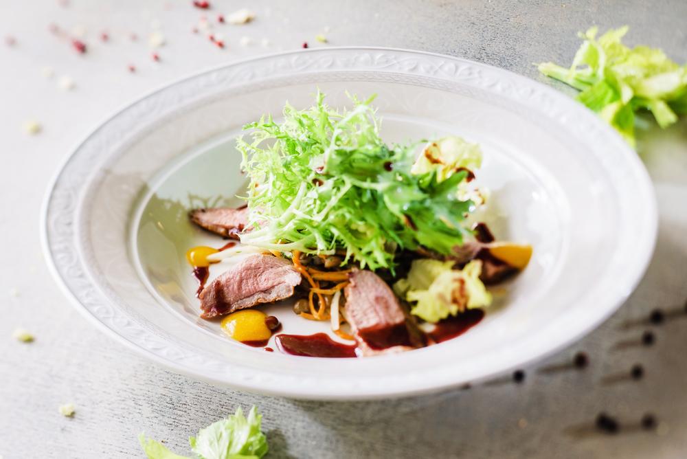 Зелений салат із яловичиною