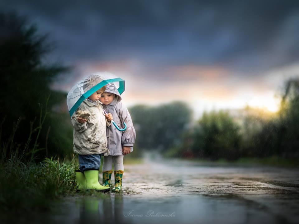 діти під дощем
