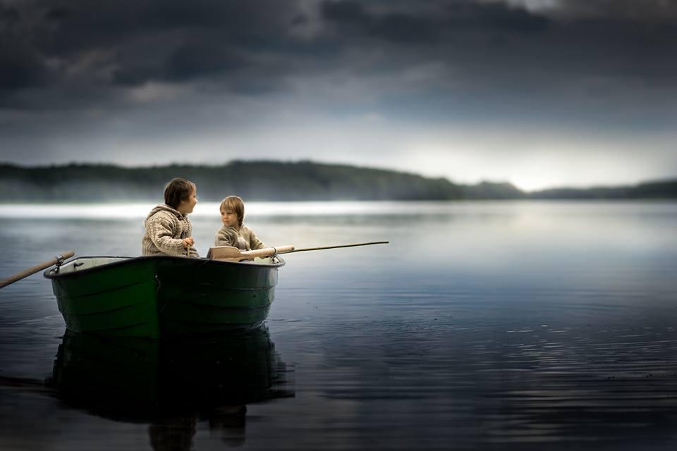 діти у човні