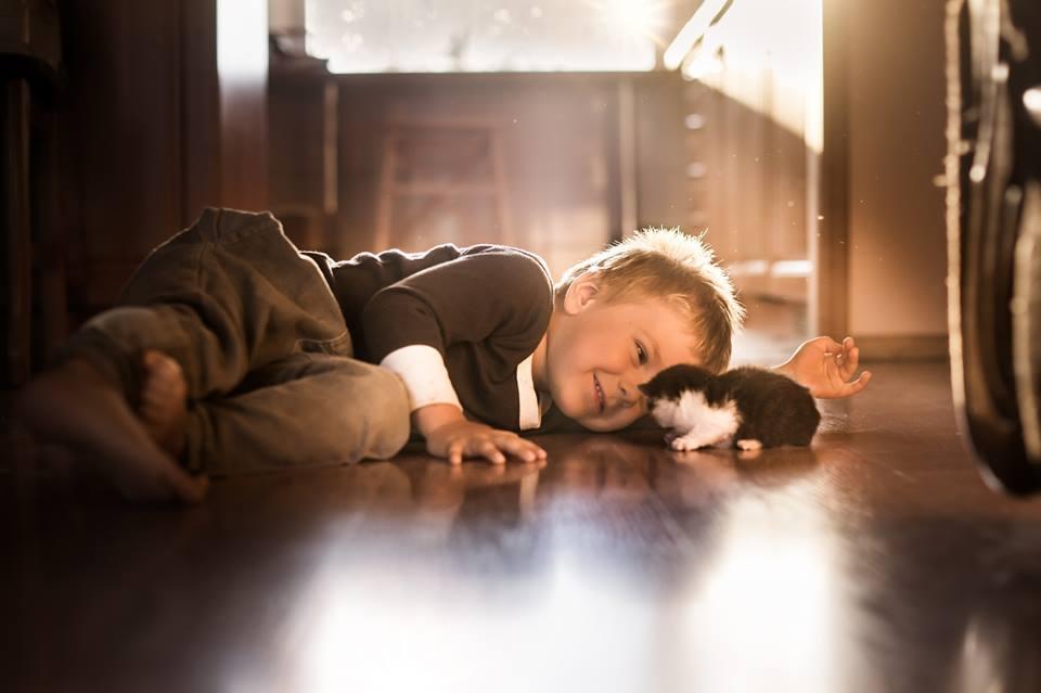малюк із котиком