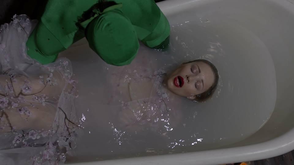 Кароль у ванній