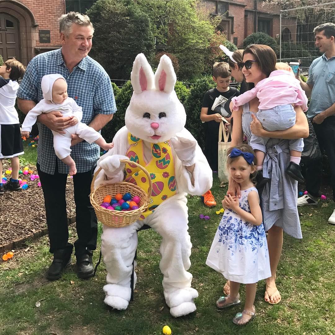 ребенок под знаком кролика