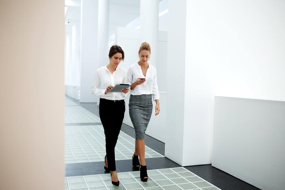 жінки в офісі