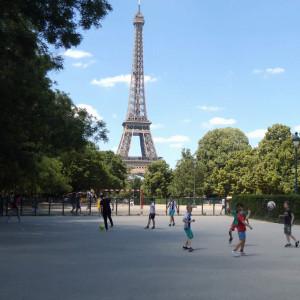 Рецепти зростання: як за допомогою мистецтва та їжі виховують дітей у Франції