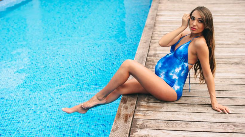 Можно ли плавать во время беременности