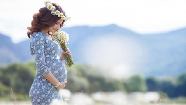 Красива вагітна навесні