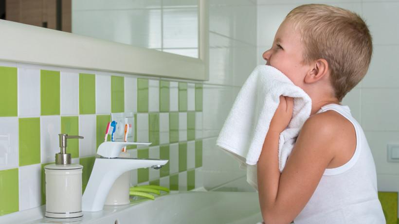 Мыть руки правильно и экономя воду. Фото