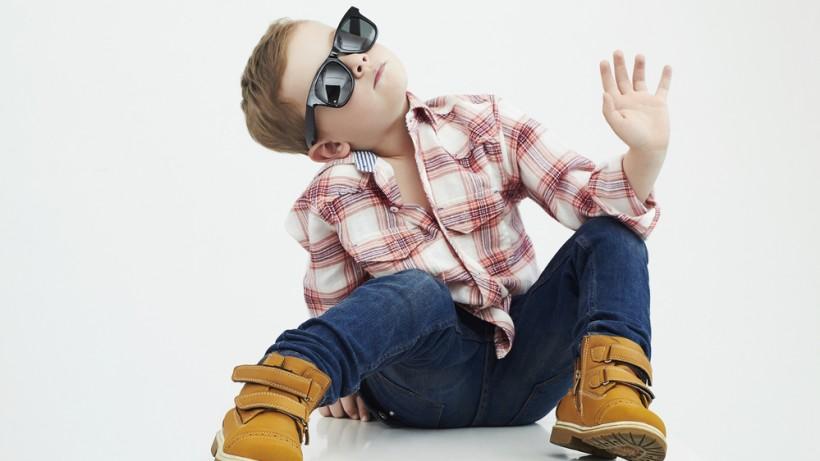 Красивый стильный ребенок