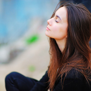 спокойная женщина
