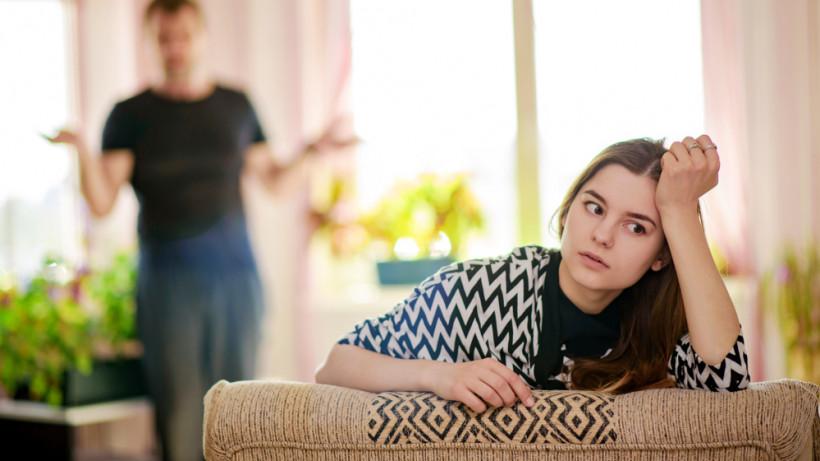 Две стороны подросткового бунта: игнор и агрессия - правила поведения для родителей