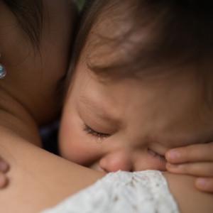 """""""Мамочко, не йди!"""" - як допомогти дитині пережити поділ і розлуку. Відповіді Гордона Ньюфелда"""