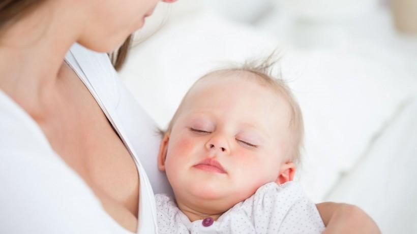 Только без рук: как отучить ребенка от укачиваний