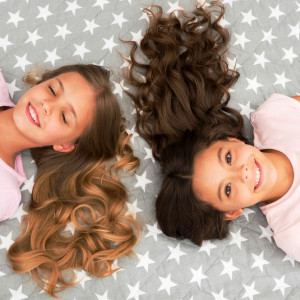 Зачіска для маленької випускниці: ідеї для створення образу