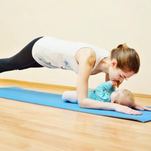 Легка гімнастика в перші дні після пологів: вправи для живота